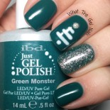 Cute Christmas Manicure Using Gel Polish